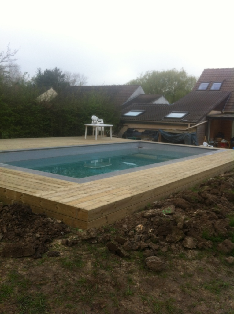 pose de terrasse en bois naturel ou composite pour votre piscine les artisans premihome. Black Bedroom Furniture Sets. Home Design Ideas